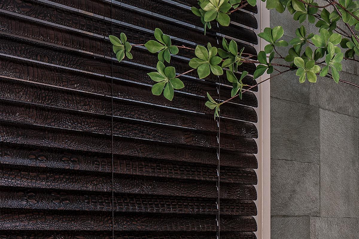 Holzjalousien hinte Blätter