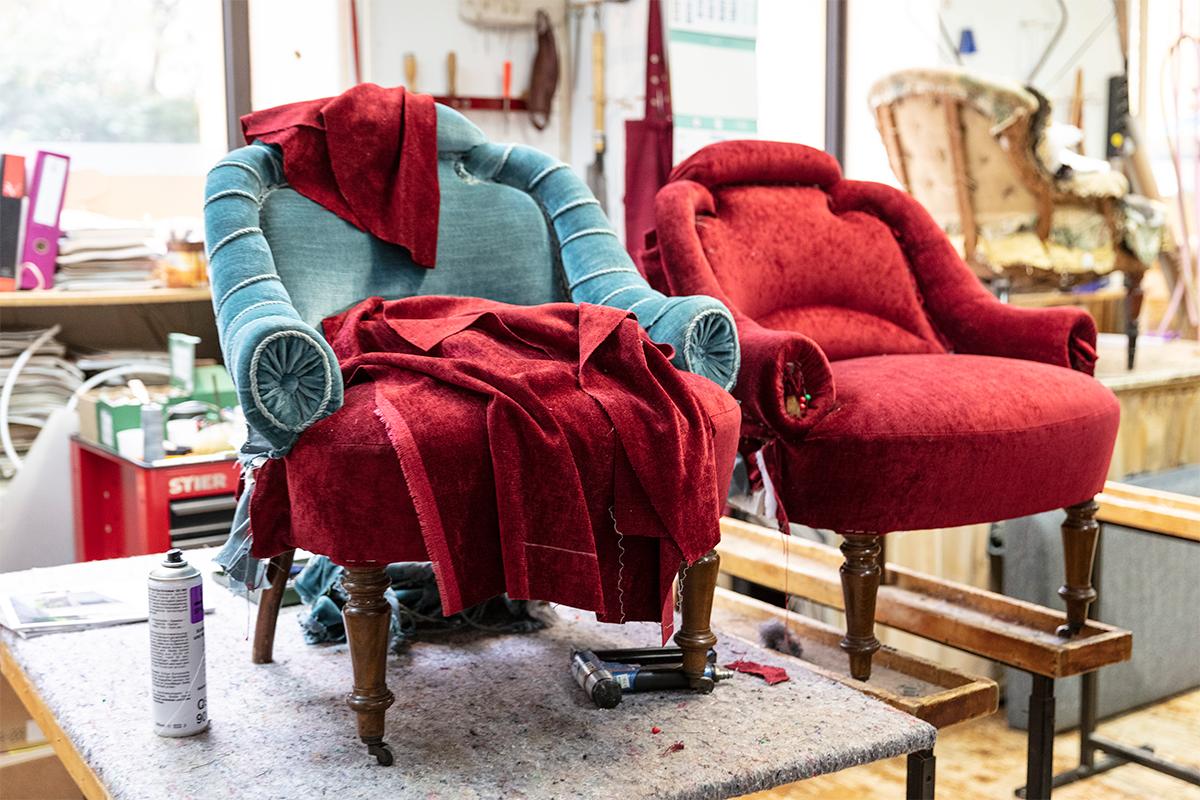 Sessel neu beziehen mit rotem Stoff